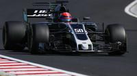 Ferrucci testuje první den vůz Haas VF-17 Ferrari v Maďarsku