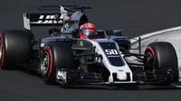 Ferrucci testuje druhý den vůz Haas VF-17 Ferrari v Maďarsku
