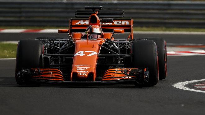 Lando Norris s McLarenem MCL32 během testu v Maďarsku