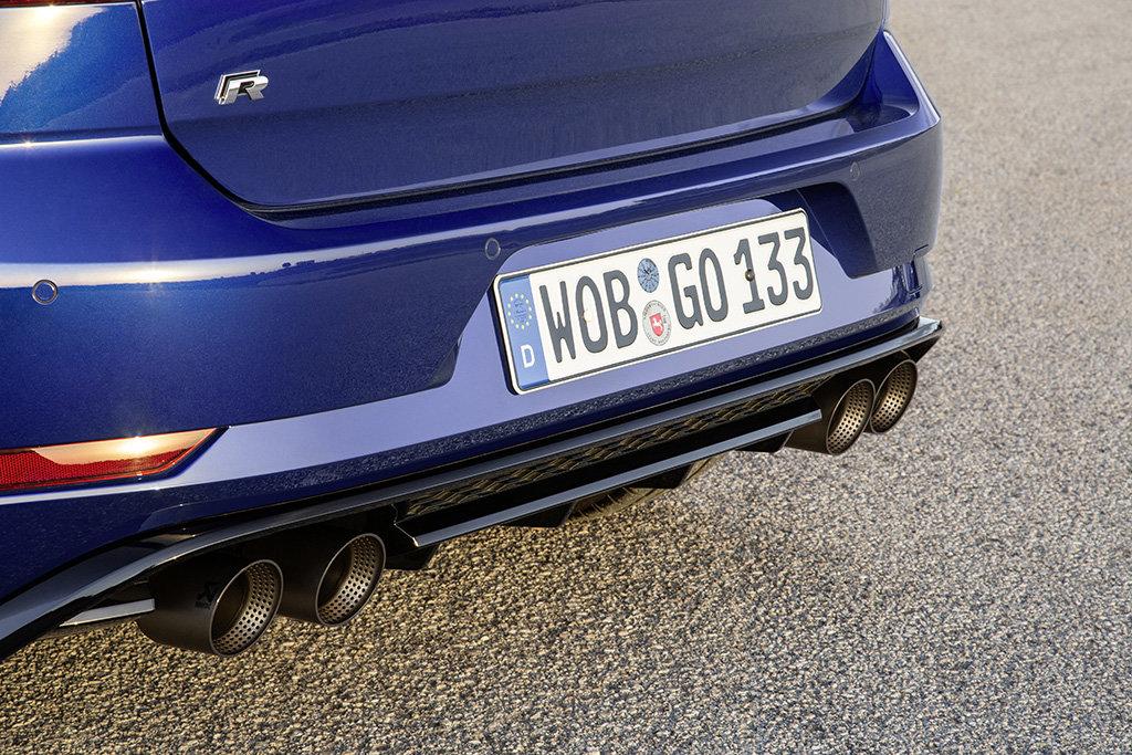 "Volkswagen Golf R s titanovou výfukovou soustavou R ""Performance"" Akrapovič"
