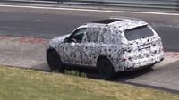 První snímky maskovaného BMW X7
