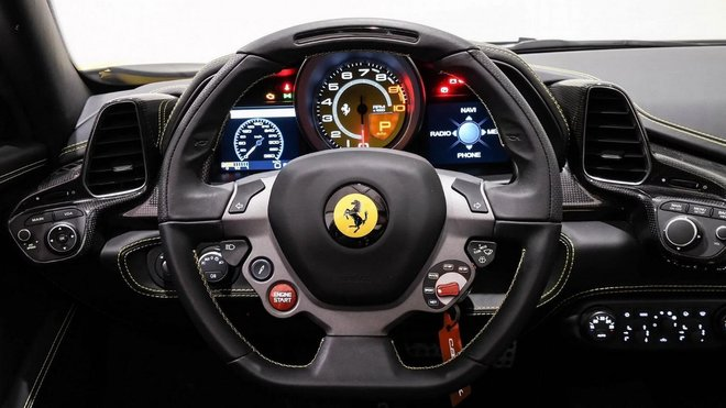 Palubní deska vzácného konceptu Ferrari Sergio