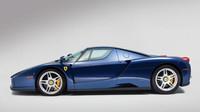 Vzácné Ferrari Enzo v modré barvě Tour de France