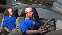 Nepřipoutaní cestující na zadních sedadlech jsou nebezpeční nejen sobě, ale i ostatním