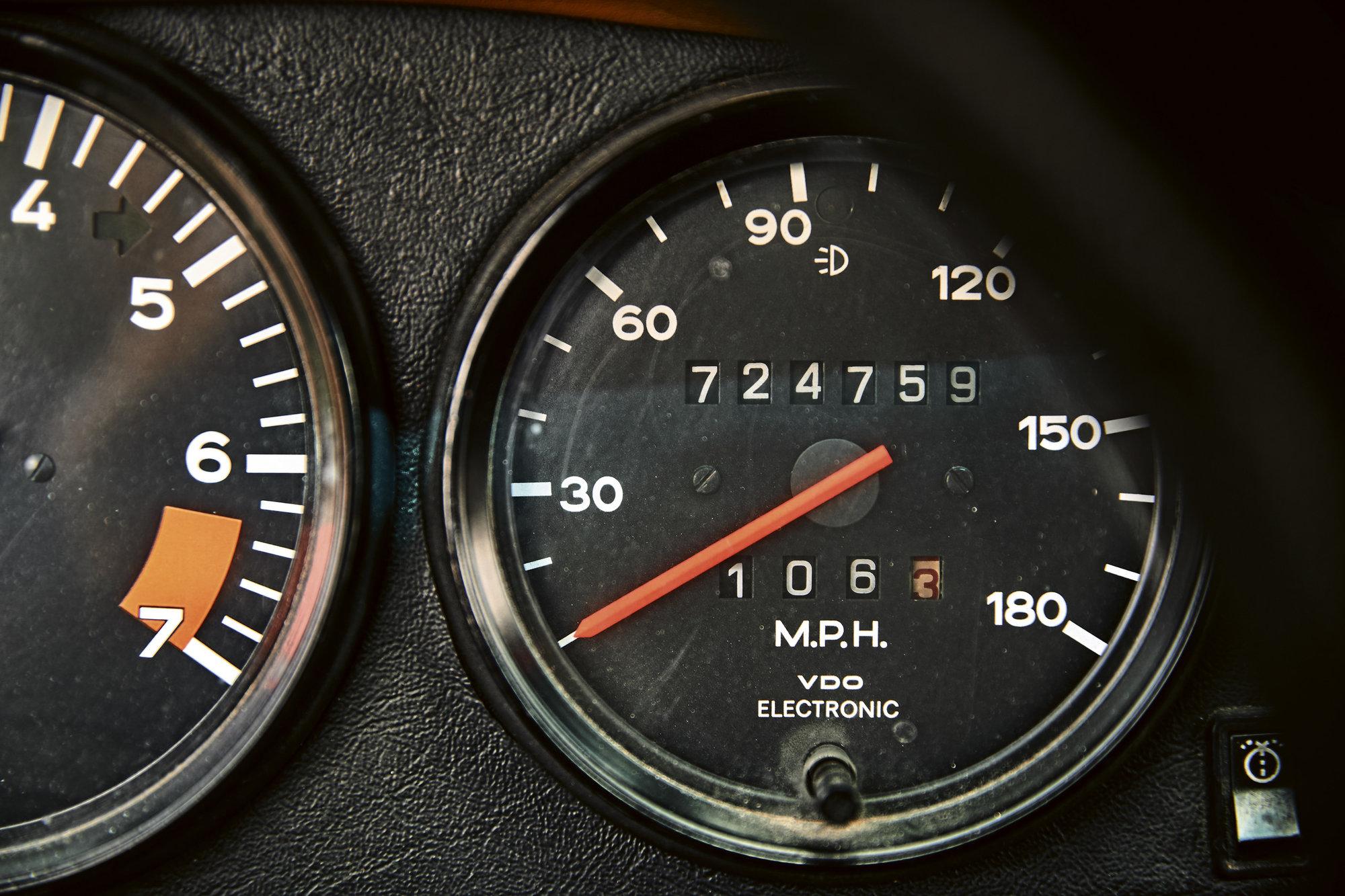 Porsche 911 Turbo z roku 1975 má najeto neuvěřitelných 1,165,937 a další přibývají