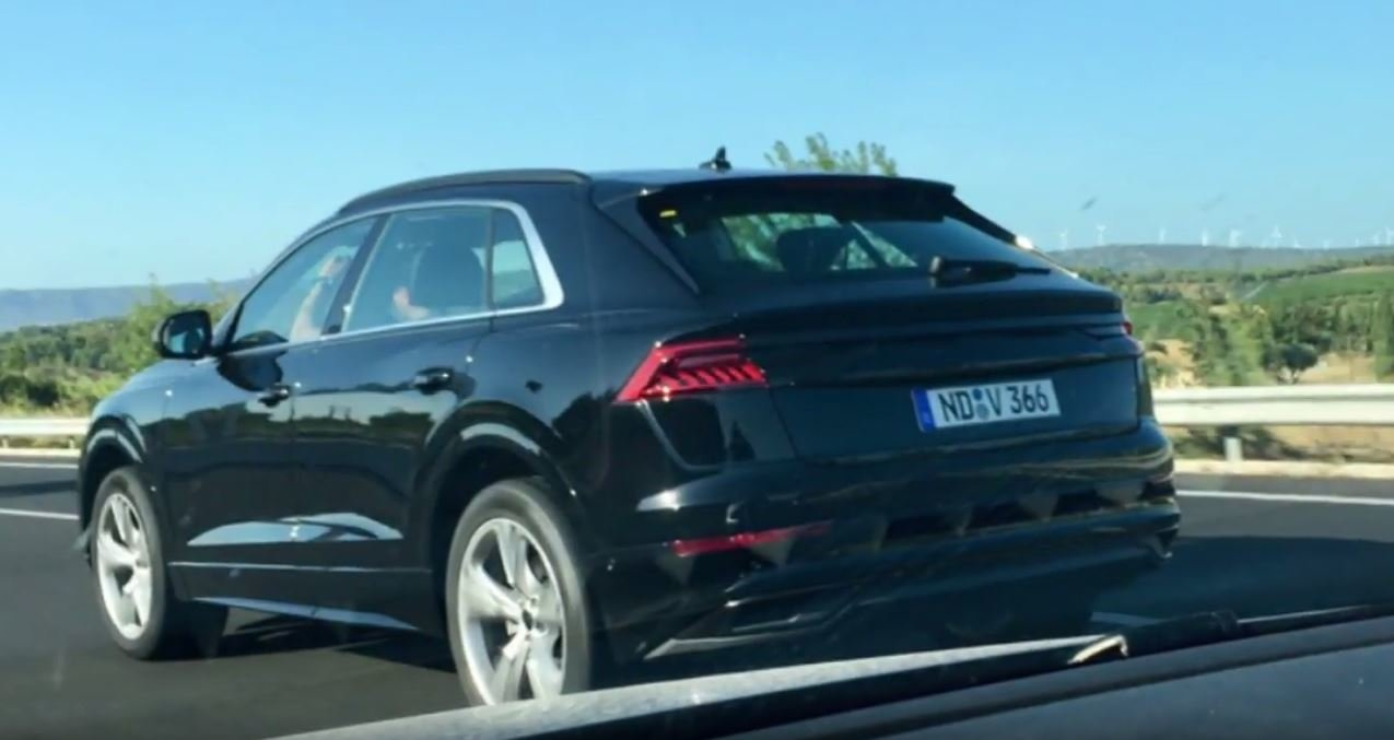 Záď Audi Q8 bez jakéhokoliv maskování