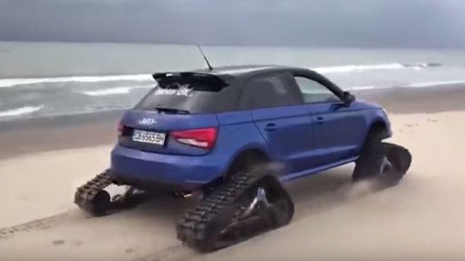 Audi S1 s pásy je skutečně netradiční podívaná