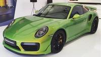 Porsche 911 Turbo S ve vzácné barvě Phyton Green