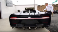 Bugatti Chiron - dvě bradavice v zadní části tvoří