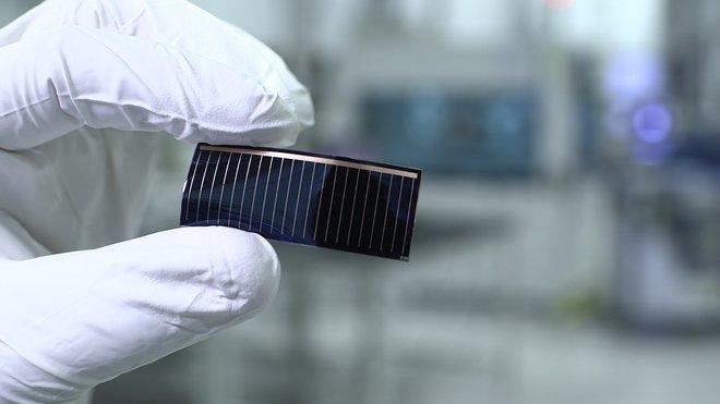 Speciální tenké solární články, které by již brzy mohly pokrýt panoramatické střechy automobilů Audi