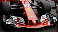Přední křídlo vozu Ferrari SF70H v kvalifikaci v Belgii