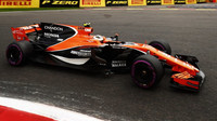 Stoffel Vandoorne s McLarenem MCL32 poháněným Hondou