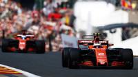 Stoffel Vandoorne a Fernando Alonso v kvalifikaci v Belgii