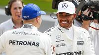 Valtteri Bottas a Lewis Hamilton po kvalifikaci v Belgii