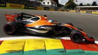 Fernando Alonso s McLarenem MCL32 v Belgii
