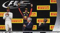 Lewis Hamilton a Daniel Ricciardo na pódiu po závodě v Belgii