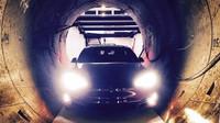 Tesla model S v tunelech Boring Company