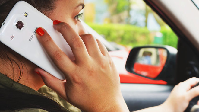 Telefonování za volantem se věnuje až 36% respondentů