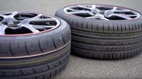 Názorný test pneumatik ukázal, o kolik dokáží zlepšit čas během jednoho kola