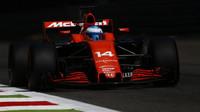 Fernando Alonso při tréninku v Itálii