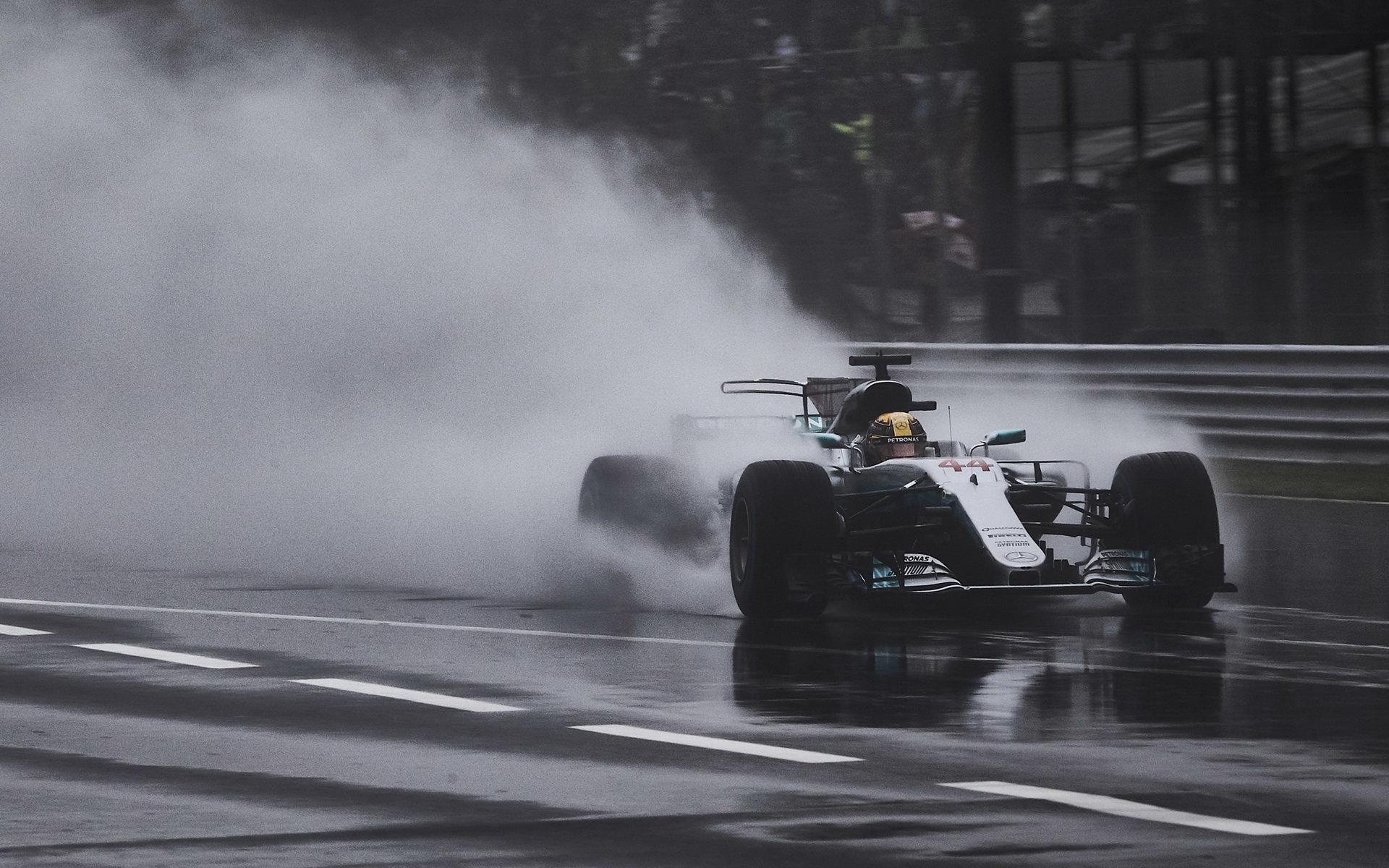 Lewis Hamilton za deštivé kvalifikace v Itálii