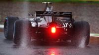 Kevin Magnussen za deštivé kvalifikace v Itálii