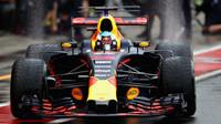 Daniel Ricciardo za deštivé kvalifikace v Itálii