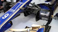 Přední zavěšení vozu Sauber za deštivé kvalifikace v Itálii