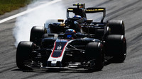 Romain Grosjean a Jolyon Palmer v závodě v Itálii