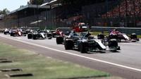 Lewis Hamilton při startu závodu v Itálii