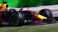 Daniel Ricciardo v závodě v Itálii