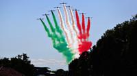 Letecká show před závodem v Itálii