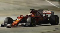 Sebastian Vettel s Ferrari v Singapuru