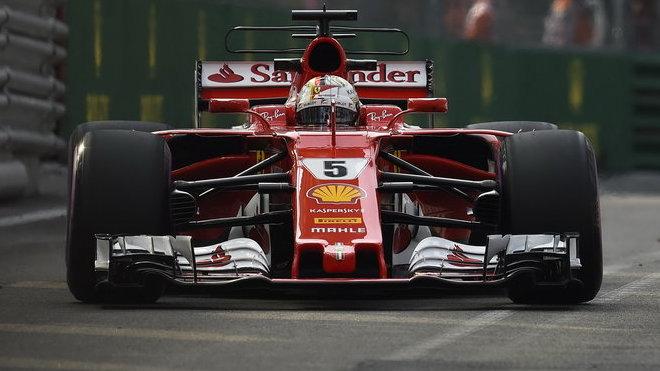 Sebastian Vettel nakonec rozhodl kvalifikaci ve svůj prospěch