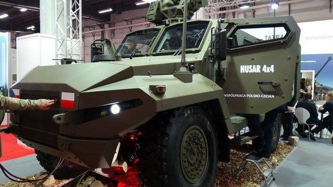 Nové obrněné vozidlo Husar 4x4 stojí na podvozku Tatra