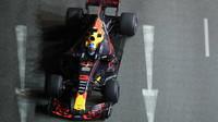 Daniel Ricciardo s Red Bullem v Singapuru