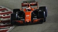 Stoffel Vandoorne v závodě v Singapuru