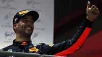 Daniel Ricciardo na pódiu po závodě v Singapuru