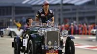 Carlos Sainz při prezentaci před závodem v Singapuru