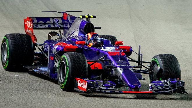 Villeneuve Hondě nevěří: Toro Rosso jde do velkého rizika, celý její projekt byl špatný - anotační obrázek
