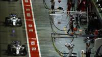 Lance Stroll a Felipe Massa v závodě v Singapuru
