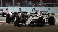 Felipe Massa a Kevin Magnussen v závodě v Singapuru
