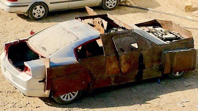 Tento Dodge Charger, přestavěný islamisty na pancéřované vozidlo, si rychle získal přezdívku