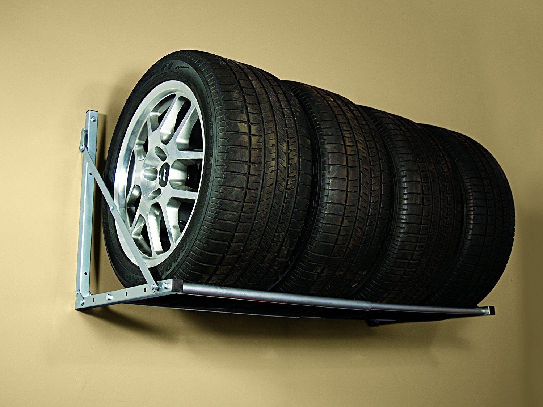 Ideální způsob skladování pneumatik bez ráfku, pneumatiky je ale třeba několikrát během skladování pootočit, aby nedošlo k jejich deformaci