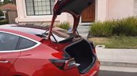 Nová Tesla Model 3 nabídne skutečně velký a dobře přístupný nákladový prostor