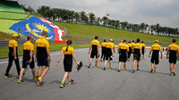 Tým Renault se seznamuje s tratí v Malajsii