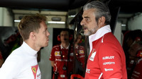 Sebastian Vettel a Maurizio Arrivabene v Malajsii