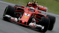 Kimi Räikkönen za deštivého tréninku v Malajsii