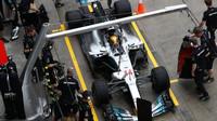 Lewis Hamilton za deštivého tréninku v Malajsii