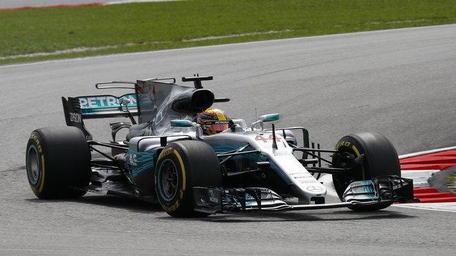 Hamilton nejrychlejší i potřetí. Vettel v těsném závěsu - anotační obrázek